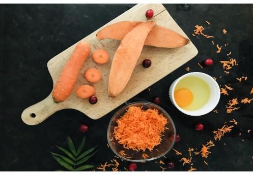 Domowe ciasteczka dla psa z batatów i marchewki z żurawiną.